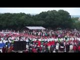 南投縣政府在建國一百周年升旗典禮,升了一面中華民國最大的國旗,寬度40 公尺,動用兩部大型吊車冉冉升起這面大國旗在南投天空飄揚, 的確是非常獨特創舉..........