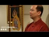 菩提葉畫作,因其天然植物素材保存困難,更加得之不易,就中國寺廟來說,若能獲得一兩片,必定成為鎮寺之寶。 盧俊達有緣取得釋迦牟尼佛成就證道之菩提樹種的菩提葉,實為難得。這棵從印度移株台灣屏東種值的菩提樹,葉子相當大,比一般菩提葉大約大三倍,經過繁複過程與處理,有其難度,內含菩提葉脈的黃金菩提葉,呈現了相當耀眼的樣貌,令人愛不釋手。 即使如此受人喜愛,當盧俊達在金菩提葉上作畫,精湛純熟的畫風,細膩完美的筆觸,更結合鑽石、寶石、與高級天然礦石顏彩,大幅提升了金菩提葉的價值,貴氣十足,每幅都是獨一無二。 在如此珍貴的黃金葉上作畫,十分不易與艱辛,當燈光一打在黃金上,其反光的程度,讓盧俊達簡直就像是看著太陽光作畫一般,不但專注,還要受到強光的考驗,常常讓眼睛受傷,更甚有出血的情狀出現,所以每幅作品都是盧老師(妙玄明居士)嘔心瀝血之作,珍貴無比。 金菩提葉與寶石的結合,整體的技術性與創造力無庸置疑,創作媒採的特殊性目前正引領話題。幾年前其作品,已被各宗教家、企業家、鑑賞家……爭相收藏。近年,其創作功力愈加不可思議的展現於金菩提葉上,每一幅都令人讚嘆與驚嘆,真可謂為「跨世紀的光芒」,收藏、珍賞、傳家…都相當值得,絕對是不容錯過典藏的珍品。師)的修為深厚,內在的精神與慈愛,全部都灌注在作品中。